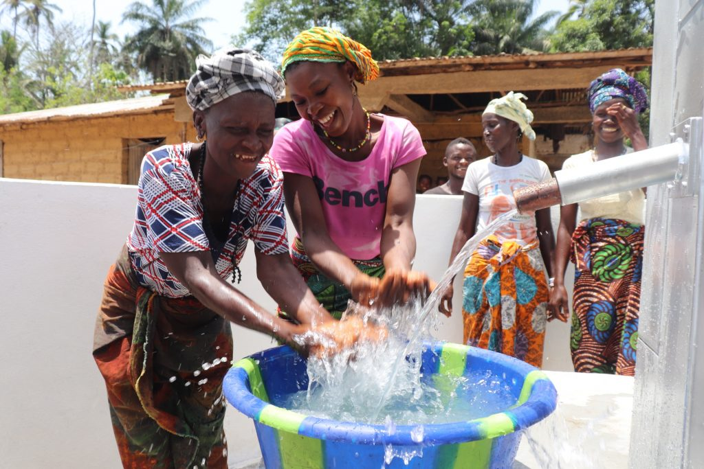 The Water Project : sierraleone21516-splashing-water-from-the-well-1