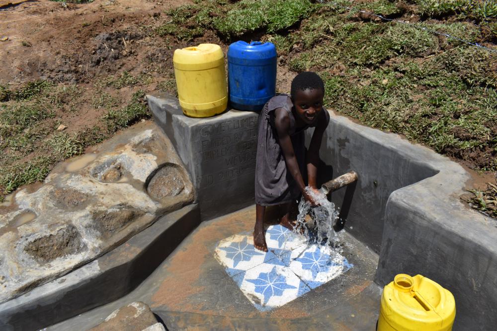The Water Project : kenya21070-children-celebrating-water