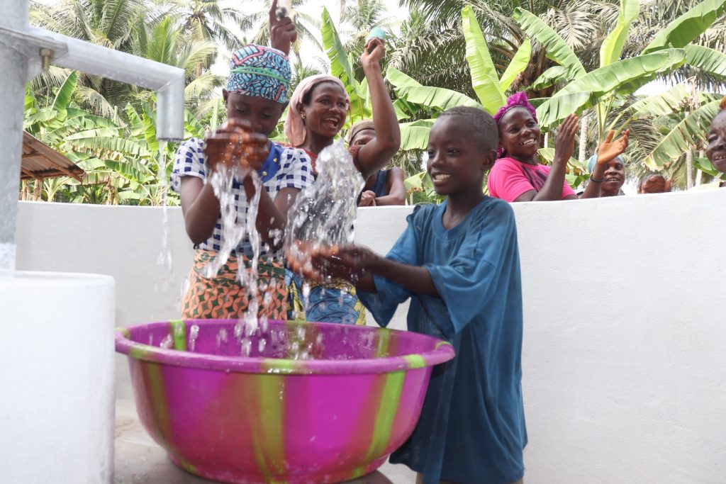 The Water Project : sierraleone21518-splashing-at-the-well