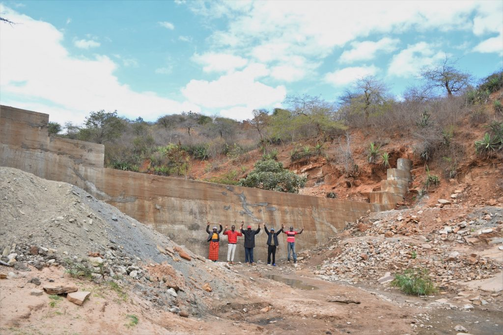 The Water Project : kenya21428-0-humans-for-scale-9